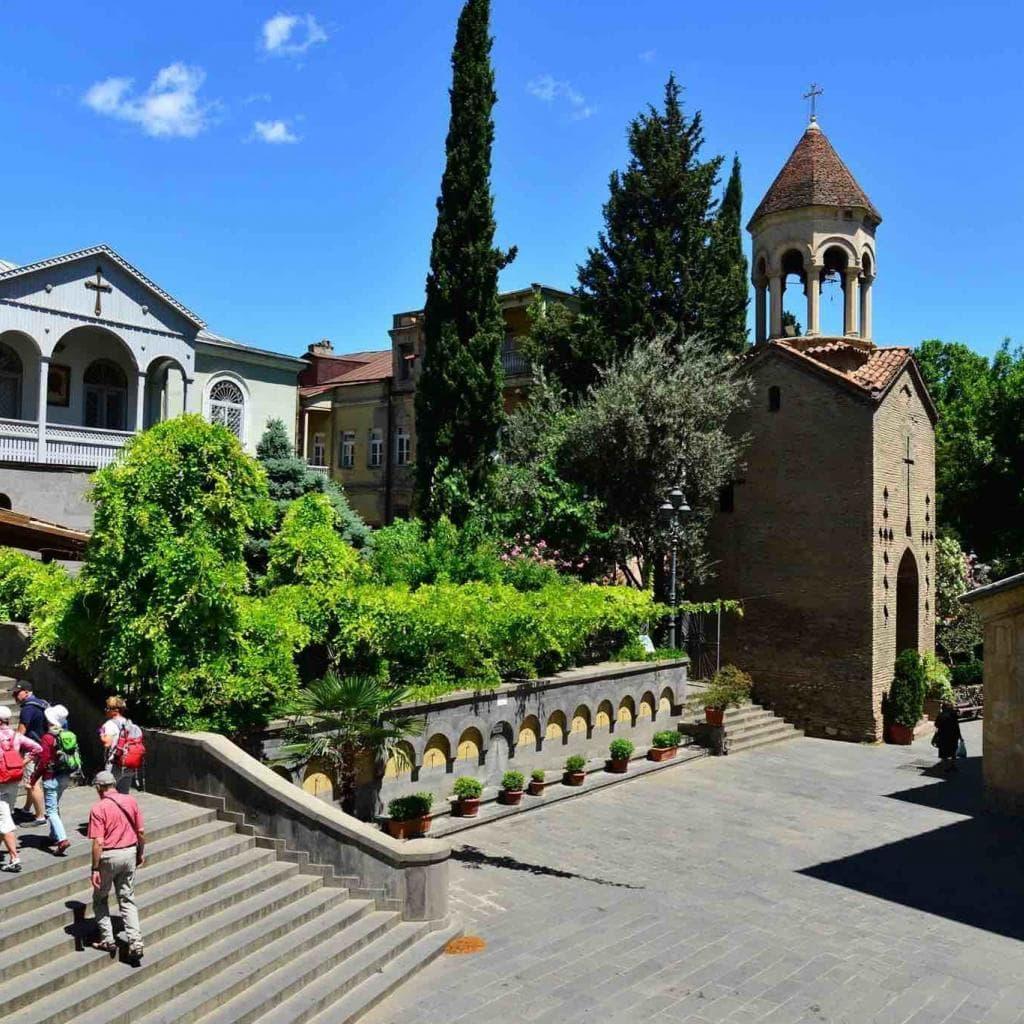 Consideri la pausa in città? Translate from: English 17/5000 Prendi in considerazione Tbilisi!