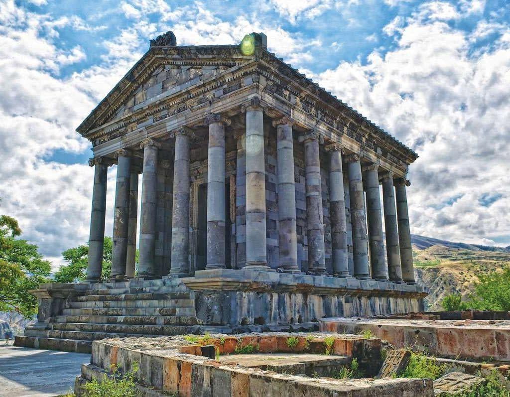 Visita al tempio di Garni in Armenia