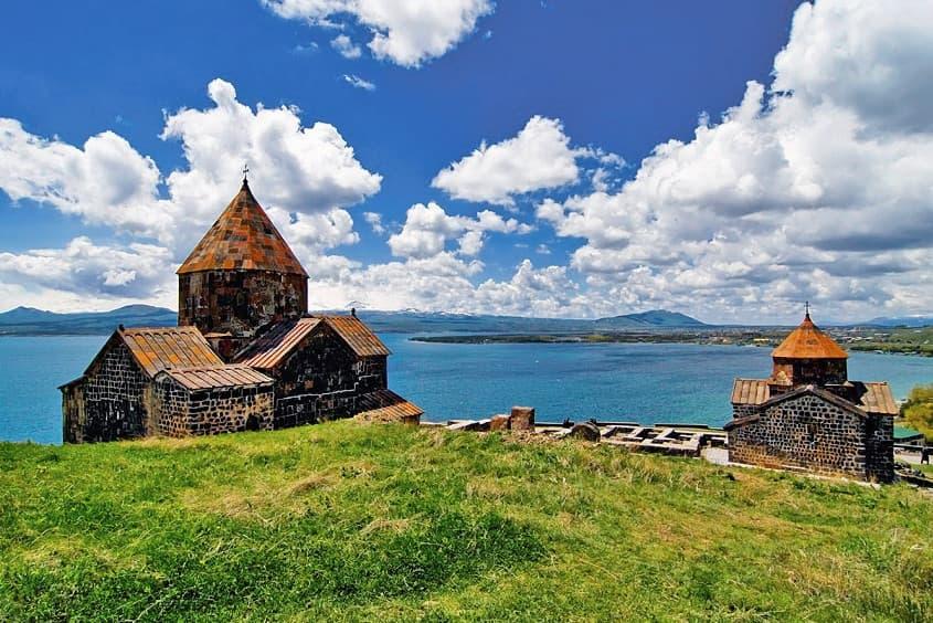 Monastero Sevanavank sul lago Sevan in Armenia