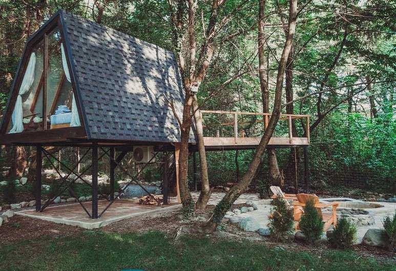 Capanna sugli alberi a Lagodekhi Georgia